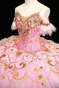 Sugarplum tutu made by Yuki ♥ www.thewonderfulworldofdance.com #ballet #dance