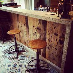 Concrete elements used in interior new Italian tratoria-restaurant TuttoPuro - Roermond NL-EUR | Veel roel-s betondesign gebruikt in interieur nieuw restaurant, o.a. t.b.v. winkelbalie en  wijnbar