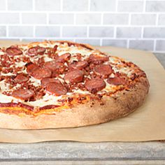 A slightly sweet pizza crust, the best 5 minute pizza sauce, that tastes just like Pizza Hut's, & the secret to pizzeria style bacon crumble  WJS