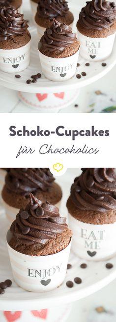 Außen Schokolade, innen Schokolade, oben Schokolade, unten Schokolade - Schoko-Cupcakes mit einem Frosting aus Schokoladen-Buttercreme.