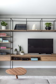 Apartamento LN – Interiores Residencial in 2020 Living Room Tv, Home And Living, Home Furniture, Furniture Design, Rustic Furniture, Muebles Living, Small Modern Home, Home Office Decor, Home Decor