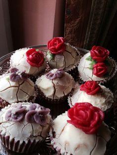 Vintage cupcakes! Cupcakes, Cookies, Desserts, Vintage, Food, Crack Crackers, Tailgate Desserts, Cupcake, Deserts