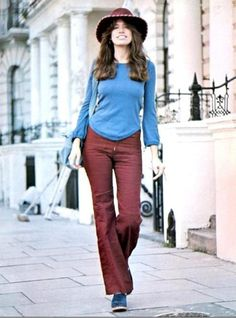 Current obsession: Celebrity photos from the 1970s. Carly Simon encapsulating the earthiness of the early 1970s style