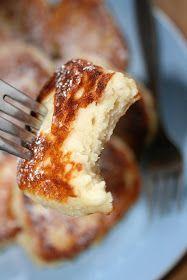 Placki przygotowałam z reszty sera, który został mi po przygotowywaniu ciasta. Są bardzo ciekawe w smaku, bardzo serowe, świetne gdy zechce...