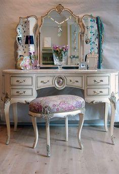 Vintage, Ornate Vanity - Space-Saving Beauty Battle Stations