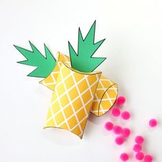 These free printable pineapple gift boxes are a fun and bright way to give money, chocolate, or small gift cards.
