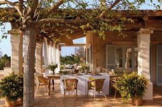 Rustic house in Mallorca, Spain Spanish House, Spanish Style, Outdoor Rooms, Outdoor Dining, Patio Dining, Dining Room, Design Exterior, Cheap Home Decor, House Design