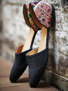 Black/Tapestry Rajah Flat - want shoes like these from India (mojari/mojri)