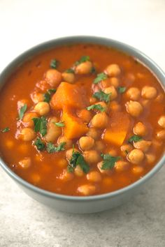 Vegan Spanish pumpkin and chickpea stew recipe - You need to give this Spanish pumpkin and chickpea stew a try! It's so comforting, satisfying and easy to make. Gourmet Recipes, Crockpot Recipes, Real Food Recipes, Soup Recipes, Vegetarian Recipes, Cooking Recipes, Healthy Recipes, Calabaza Recipe, Sans Gluten Sans Lactose