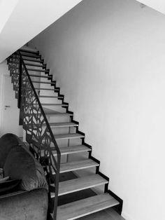Scari interioare moderne - Traforate.ro Design Case, Minimalism, Stairs, Interior, Home Decor, Staircases, Ladders, Indoor, Homemade Home Decor