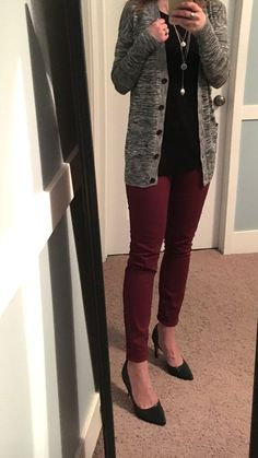 Black and white cardigan, black top, maroon skinny pants, black heels - Outfits for Work - Fall Outfits Casual Work Outfits, Business Casual Outfits, Cute Outfits, Office Outfits, Office Attire, Stylish Work Clothes, Office Wear, Fall Work Outfits, Casual Office