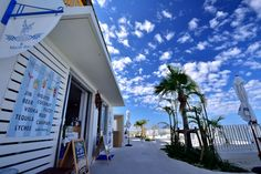 まるでイタリア!?沖縄の新名所ウミカジテラスが気になる♡ - Locari(ロカリ) Beautiful Scenery, Beautiful Places, All About Japan, Nature Activities, Waikiki Beach, Happy Pictures, Okinawa Japan, Surf Girls, Hawaii