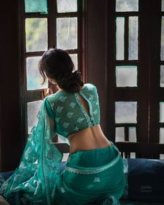 Blouse Designs High Neck, Fancy Blouse Designs, Sari Blouse Designs, Cotton Saree Designs, Designer Blouse Patterns, Sexy Blouse, Saree Blouse, Stylish Blouse Design, Indian Dress Up