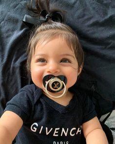 Love her 🌹 by & Jasmin 💙💖 Cute Little Baby, Cute Baby Girl, Little Babies, Cute Babies, Baby Kids, Baby Boy, Beautiful Children, Beautiful Babies, Cute Baby Pictures