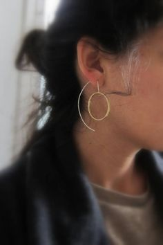 Crop circles are patterns created by the flattening of crops such as wheat, barley, rapeseed, etc...these earrings remind me of this surprising