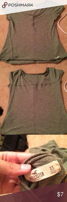 🔥Hollister shirt hollister shirt. worn a few times but doesn't fit me anymore. Hollister Tops Tees - Short Sleeve