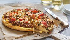 Das Fladenbrot ist der Boden für einen leckeren Belag aus Veggie Hack, Zucchini, Tomaten und Feta. Das etwas andere Pizzarezept gibt's bei MAGGI.