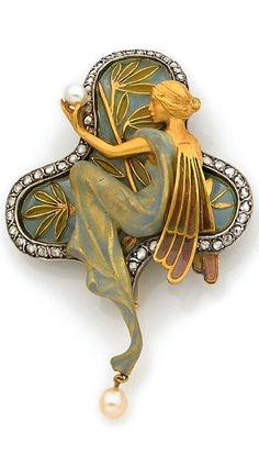 Masriera y Carreras in Barcelona. Art Nouveau pendant-brooch, early twentieth century . Photo HOTEL SALES OF MONTE-CARLO