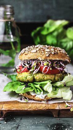 Veggie Tofu & Pea Burger with Mustard Mint Cream Burger Mania, Burger Co, Burger And Fries, Vegetarian Recipes Easy, Veg Recipes, Healthy Recipes, Tofu Burger, Mint Creams, C'est Bon