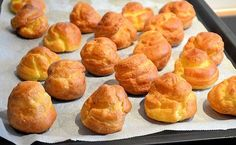 A super easy puffs recipe for making a croquembouche for example. But these puffs also look great on a scale! A super easy puffs recipe for making a croquembouche for example. But these puffs also look great on a scale! Dutch Recipes, Baking Recipes, Sweet Recipes, Cake Recipes, Baking Ideas, Beignets, Typical Dutch Food, Cream Puff Recipe, Tea Snacks