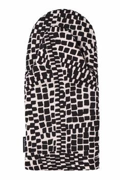 Black and white metropoli oven mitten ++ marimekko Marimekko Fabric, Textiles, Black And White Design, Fabric Swatches, Lettering Design, House Warming, Print Patterns, Objects