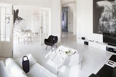 Mieszkanie Ewy skąpane w bieli. To jej własny styl - minimalizm teatralny - Dom