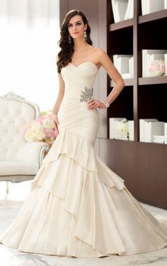 Layers and layers of Luxe Taffeta are the hallmark of this designer wedding dress. The body-hugging bodice features a sweetheart - http://www.aliexpress.com/item/Layers-and-layers-of-Luxe-Taffeta-are-the-hallmark-of-this-designer-wedding-dress-The-body-hugging-bodice-features-a-sweetheart/32297168623.html