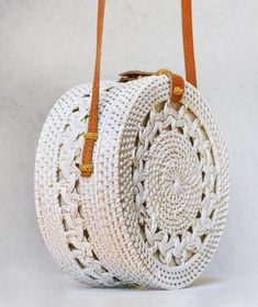Image gallery – Page 640214903256337984 – Artofit Diy Straw, Straw Bag, Round Bag, Sewing Appliques, Summer Bags, Knitted Bags, Cloth Bags, Bali, Beaded Embroidery