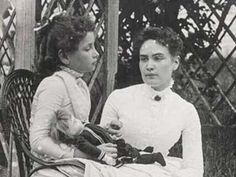 """Taken in Cape Cod, Massachusetts and shows eight-year-old Helen Keller with her teacher Anne Sullivan. Both Keller and Sullivan indicated later in their journals that """"doll"""" was the first word Helen Keller learned in sign language in March 1887 Helen Keller, Tilda Swinton, Photos Du, Old Photos, Anne Sullivan, Sullivan Family, Sarah Miller, Maria Callas, Interesting History"""