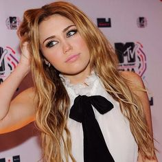awesome 25 Glorious Miley Cyrus Hair Ideas – Funky Styles for Unique Look Check more at http://newaylook.com/best-miley-cyrus-hair-ideas/