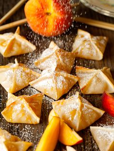 Baked Peach Wonton~A healthy Baked Appetizer,Snack,or Dessert! I will try this next peach season. Köstliche Desserts, Healthy Desserts, Delicious Desserts, Yummy Food, Healthy Recipes, Deep Fried Desserts, Healthy Appetizers, Yummy Snacks, Yummy Treats