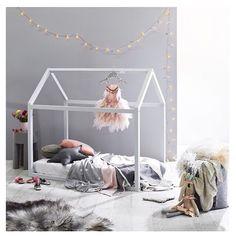DIY mattress hut: authentic designs for teenagers! House Beds For Kids, Kid Beds, Diy Mattress, House Frame Bed, Bed Frame, Bed Tent, Kids Room Design, Playroom Design, Little Girl Rooms