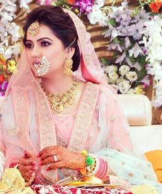 This Bride and Bridesmaid shoot is drooling the internet with trends! Sikh Bride, Punjabi Bride, Sikh Wedding, Wedding Wear, Punjabi Wedding Suit, Wedding Girl, Wedding Hijab, Farm Wedding, Wedding Couples