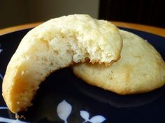 Pennsylvania Dutch Soft Sugar Cookies - made May 2011 from Cookies Unlimited by Nick Malgieri (book I& baked a few recipes f. Amish Sugar Cookies, Dutch Cookies, Soft Sugar Cookies, Sugar Cake, Sugar Cookies Recipe, Cake Cookies, Chocolate Chip Cookies, Cookies Et Biscuits, Cupcakes