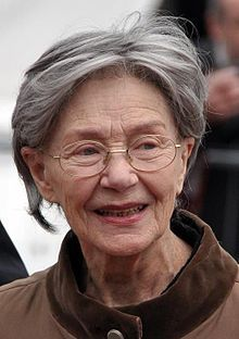 Emmanuelle Riva (French pronunciation: [emanɥɛl ʁiva]; 24 February 1927 – 27 January 2017) was a French actress, best known for her roles in the films Hiroshima mon amour and Amour. Riva died from CANCER on 27 January 2017 in Paris at the age of 89. Oscars 2013, Trend News, Best Actress, Global Style, French Actress, Fashion Articles, Lifestyle, Actresses, Film