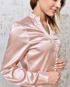 Pin by lynne elizabeth on satin blouses Blouse Sexy, Blouse Dress, Satin Bluse, Beautiful Blouses, Blouse Vintage, Blouse Styles, Satin Dresses, Lace Tops, Silk Satin