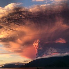 Volcano CALBUCO eruption, 4K timelapse // the colors of sunset and the ash/smoke climbing into the sky = INSPIRATION