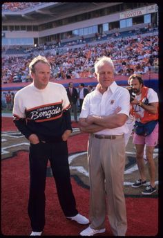 Old School Football Football Coaches, School Football, Football Players, Bill Walsh, Sf Niners, Patrick Willis, Football Hall Of Fame, Football Conference, Cincinnati Bengals