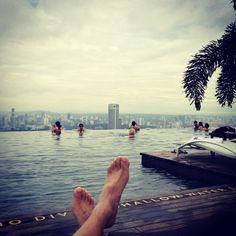 Infinity pool at Marina Bay Sands, Singapore! #Singapore #Marina #Bay #Sands #suite #マリーナベイサンズ #シンガポール #スイートルーム #upgraded #夜景 #view #마리나베이샌즈 #싱가포르 #싱가폴 #travel #トラベル #업그레이드 #여행 #호텔 #야경 #余裕 #MarinaBaySands #먹스타그램 #pool #infinity