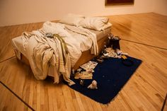 My Bed, Tracey Emin, Tate Britain, 10 oeuvres d'art qui ont choqué Make Your Bed, How To Make, Unmade Bed, Tracey Emin, Tate Britain, Art Studies, Oeuvre D'art, Contemporary Artists, Archaeology