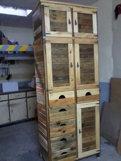 Oversize Pallet #Cabinet - 25 Unique DIY Wood Pallet Projects | 99 Pallets