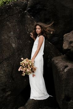 5 Tips for Weather Proofing Your Wedding Day Hair - Bridal Musings  Weather proof your gorgeous wedding day hair with these tips!  #bridalmusings #bmloves #wedding #hairdo #ido #mane #weddinghair #weatherproof #curls #waves #hairstyle Wedding Hairstyles For Medium Hair, Bride Hairstyles, Beach Wedding Inspiration, Elopement Inspiration, Bridal Skirts, Wedding Dresses, Wedding Bouquets, Vintage Wedding Hair, Bridal Musings