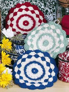 Free-Crochet.com: Shells & Stripes Pot Holders - free crochet pattern by Maggie Petsch Chasalow. Free registration required.
