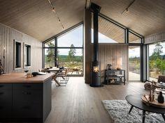 Modern Cabin Interior, Modern Barn House, Modern Cabins, Rustic Modern Cabin, Rustic Cabins, Barn House Plans, Modern Cottage, Interior Livingroom, Log Cabins