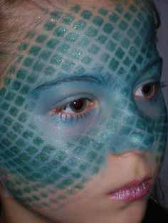 Done with netting for a mermaid inspired face. Dinosaur Face Painting, Dragon Face Painting, Mermaid Costume Makeup, Mermaid Makeup, Mermaid Costumes, Dragon Halloween, Halloween 2014, Halloween Snacks, Family Halloween