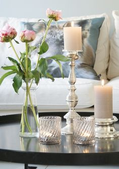 interesting wallpaper centerpieces living room coffee table | 20 Chic Ways to Freshen Up Your Coffee Table | Glass vase ...