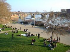 欧州鉄道の旅(★世界文化遺産:トウールーズ/ミデイ運河 Toulouse) (トゥールーズ) Travelogue, Golf Courses, Dolores Park, Street, Building, Buildings, Walkway, Construction