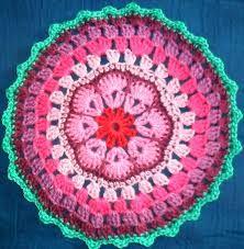 circle of friends granny-mandala. Granny Square Tutorial, Flower Granny Square, Crochet Squares, Crochet Granny, Granny Squares, Lion Brand, African Flowers, Crochet Dishcloths, Circle Shape