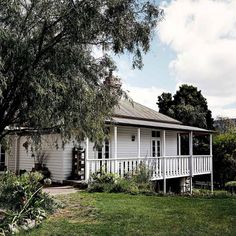 Large country white one story wood exterior home photo in Sydney with a hip roof. White trim with a subtle difference in white main color. Farmhouse Plans, Modern Farmhouse, Farmhouse Style, Farmhouse Decor, The Farm, Weatherboard House, Queenslander, White Trim, Retro Vintage