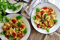 Vegaanihaaste - Antipastosalaatti Vegan Party Food, Prosciutto, Gnocchi, Pasta Salad, Ethnic Recipes, Crab Pasta Salad